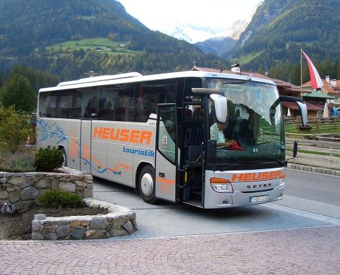 Bus auf Parkplatz